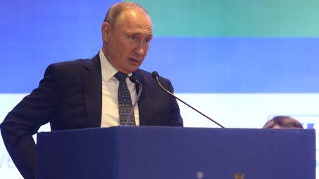 Рейтингът на Путин се срива