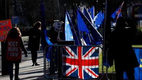 Великобритания спира свободното движение на хора от ЕС